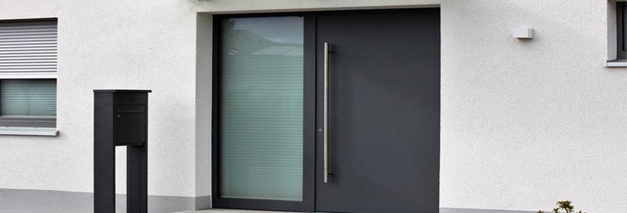 Installation de porte d'entrée